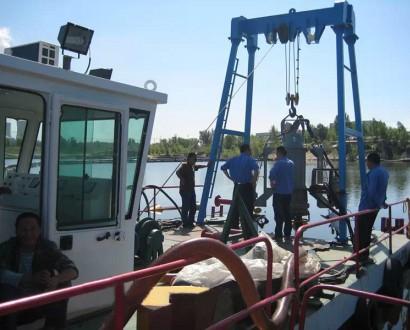 潜水泵抽沙船,吊泵采沙船